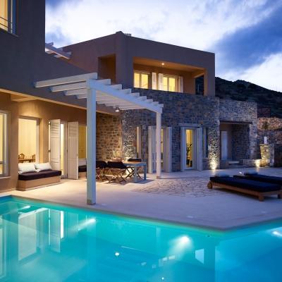 Private Villa in Elounda 2: Image 1